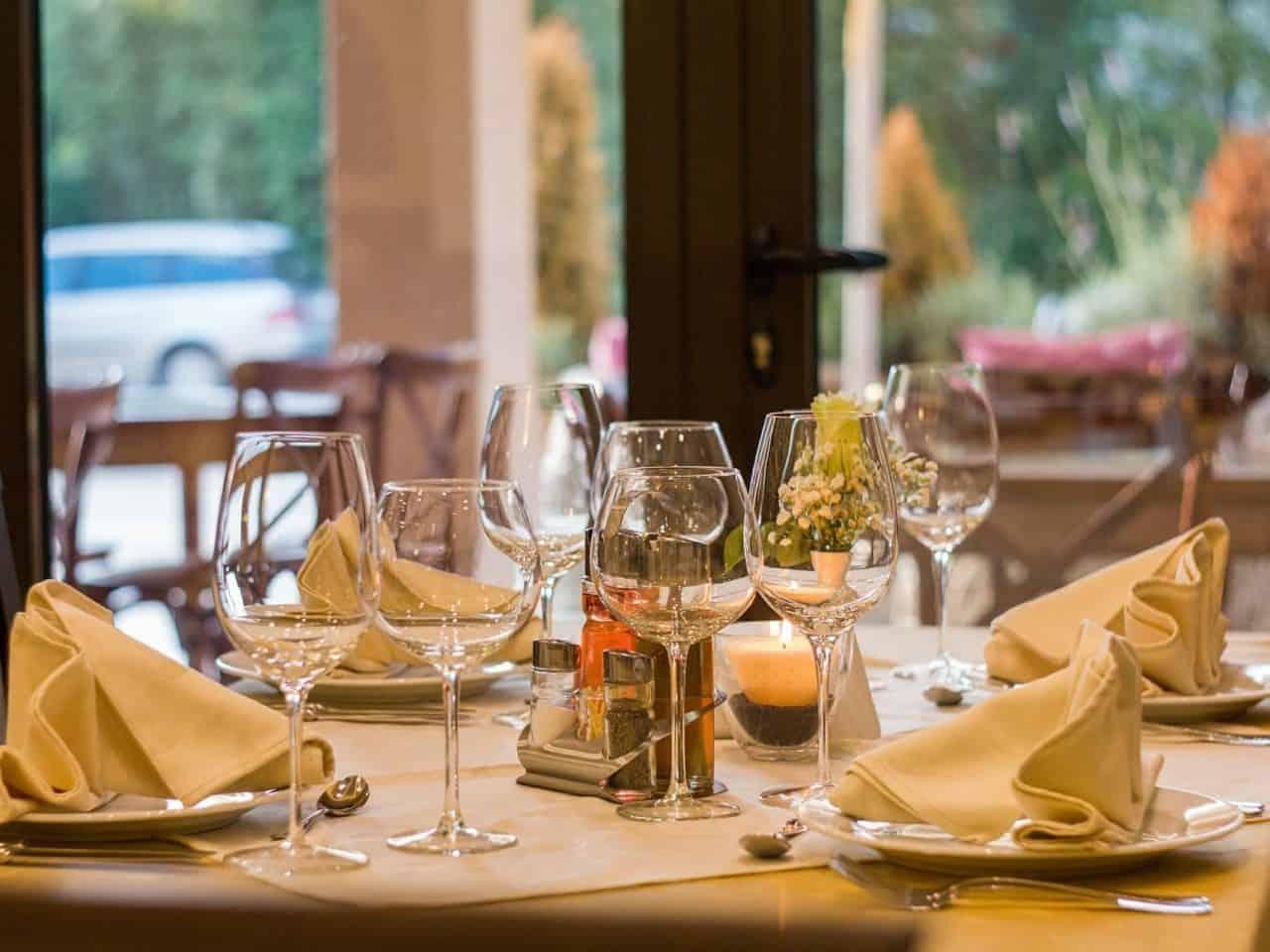 https://pr-helden.de/wp-content/uploads/2020/12/restaurant-449952_1920-1280x960.jpg